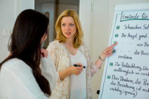 Romina Schell unterrichtet im NLP Masterkurs